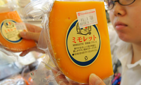 """Salesperson replenishes stocks of French cheese """"Mimolette"""" in Tokyo"""