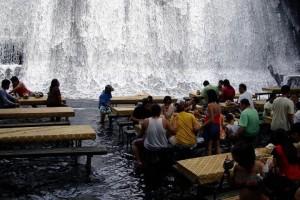 Ресторан-водопад