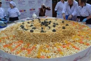 Двухметровый торт из поп-корна