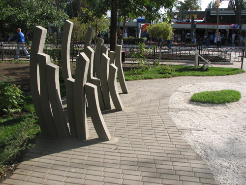 Памятник картошке-фри в Саратове, Россия