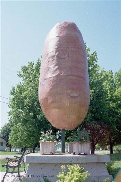 Памятник картошке на острове принца Эдуарда (Канада)