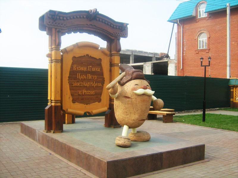 Памятник картофелю в г.Мариинске Кемеровской области