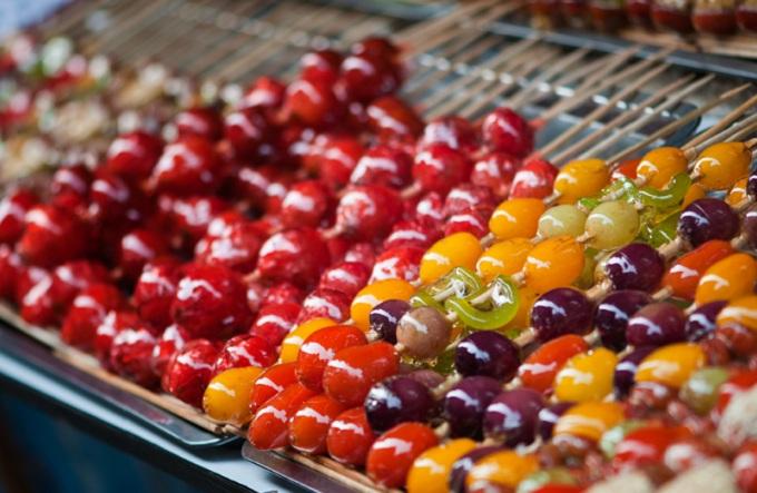 Засахаренные фрукты на палочке «Танхулу» (Китай)