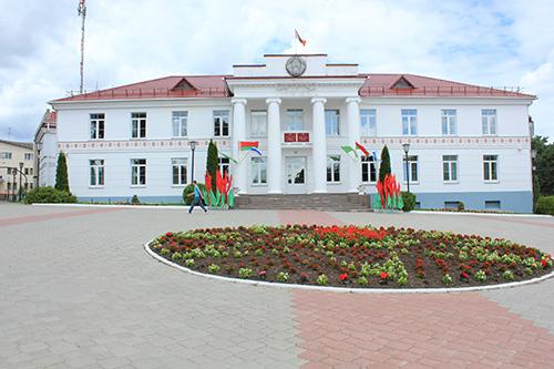 Здание райисполкома в Браславе с историей. Его строили ещё польские архитекторы в 20 гг. прошлого века.
