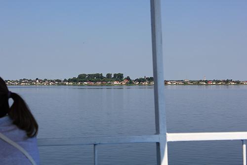 На одном из берегов озера компактно расположился древний Браслав, который к слову старше Минска