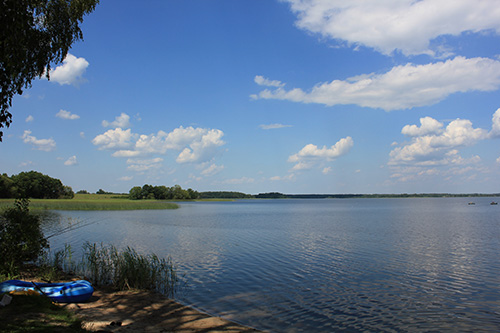 А это уже озеро «Богинское». Чтобы до него добраться, нужно преодолеть не один километр по жуткой гравийной дороге