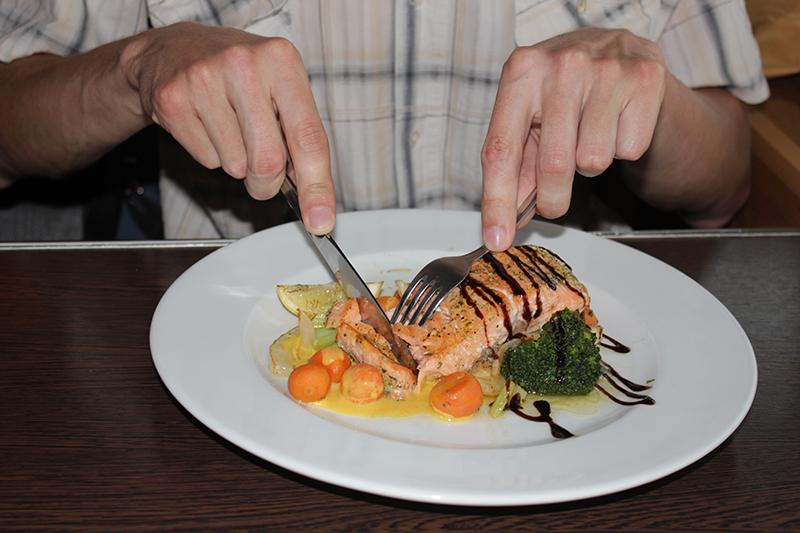 Блюдо по-английски нужно называть так - Salmon Roast, а по-литовски - Lasisos Kepsnys