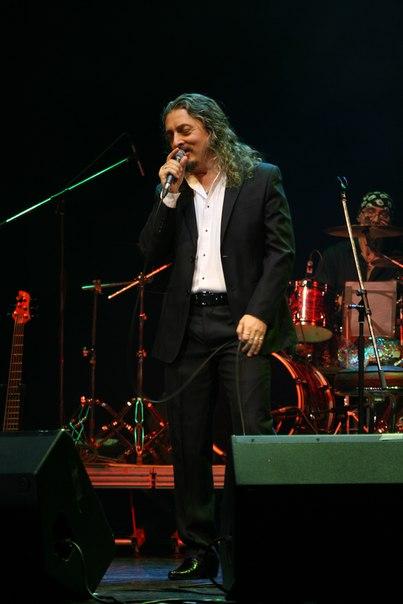 Здесь Олег аверин не поёт «Ночка цёмная», а скорее репетирует с залом «Горка»
