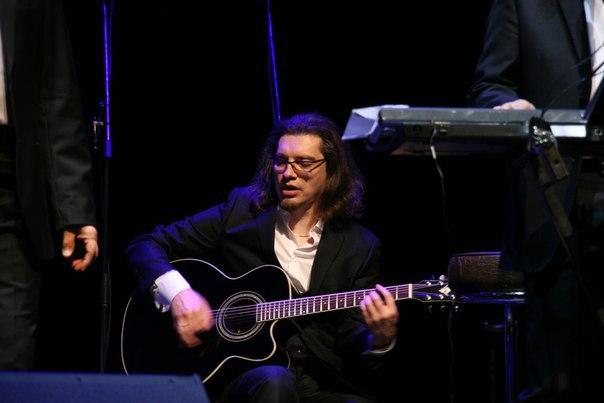 Александр Соловьёв исполняет соло в «Цветок любви»