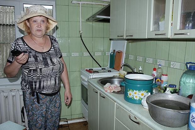 Елена Немец: запас воды в кастрюлях, банках, ведрах